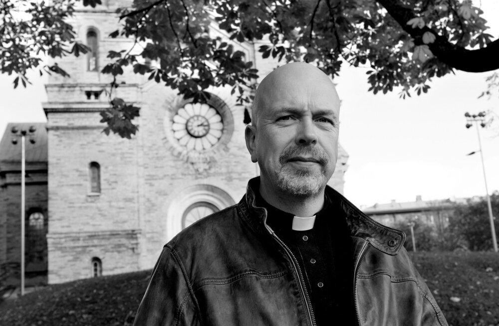 """Kaarli koguduse õpetaja Jaak Aus: """"Minu soovitus on, et inimesed ütleks vähemalt seda, kas nad soovivad tuhastamist või kirstumatust, kiriklikku või ilmalikku talitust. Lähedastel on siis palju lihtsam."""""""