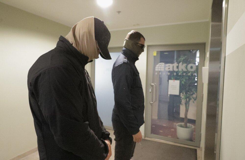 FOTOD: Maskides kapo läbiotsijad Sarapuule kuuluva bussifirma peakontoris
