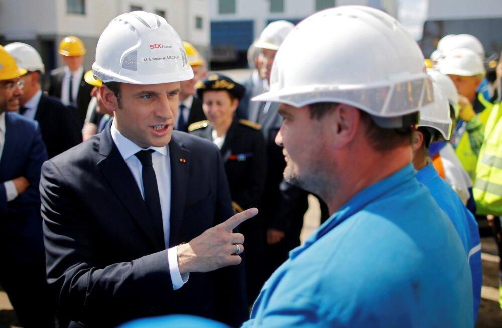 Prantsusmaa president Emmanuel Macron STX Les Chantiers de l Atlantique laevatehast külastamas.