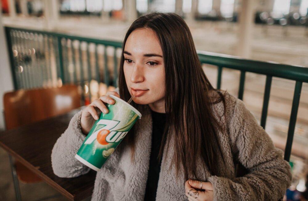 Naine jõi 13 aastat dieetlimonaadi lootuses kaalust alla võtta, lõpuks pöördus ta kohtusse