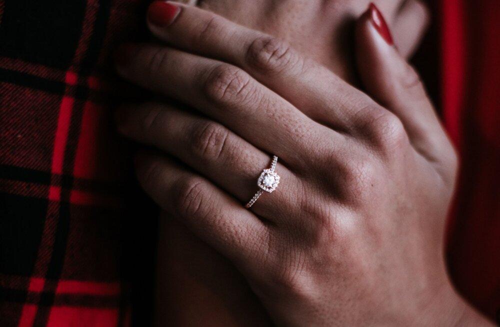 Kahtled, kas mees sind kunagi naiseks palub? Need on 10 märki, millele ta enne ettepaneku tegemist tähelepanu pöörab