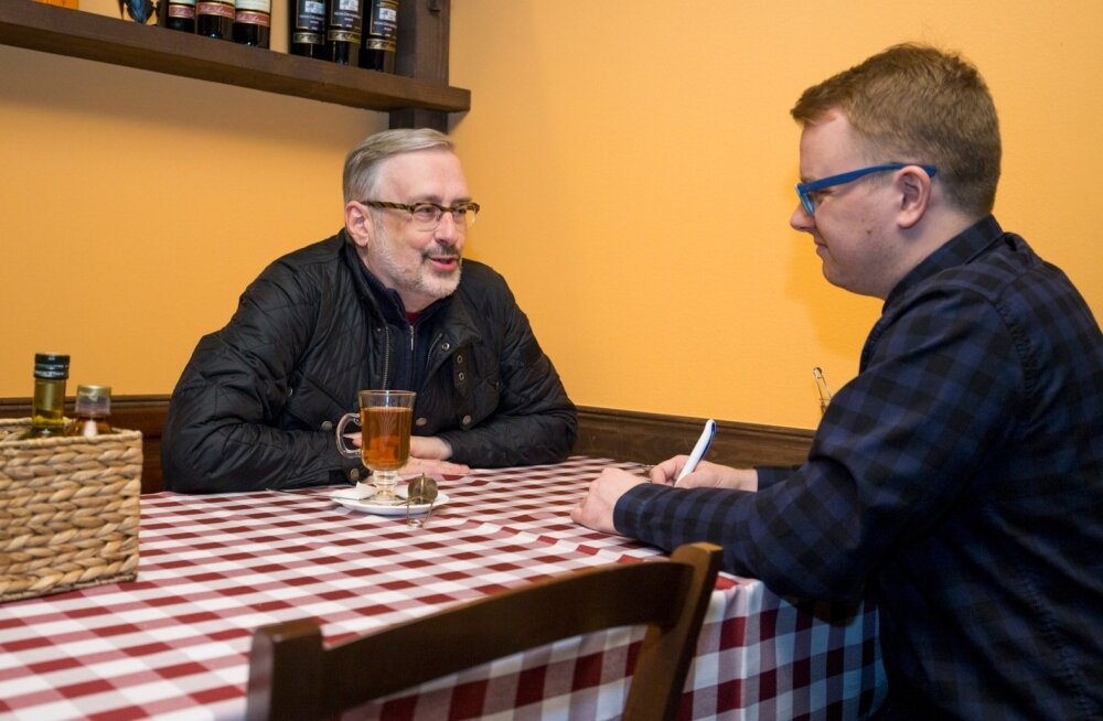 Jaak Jõerüüt (vasakul) kinnitas ajakirjanikule, et kõige olulisem on see, et presidendil oleks kompetents.