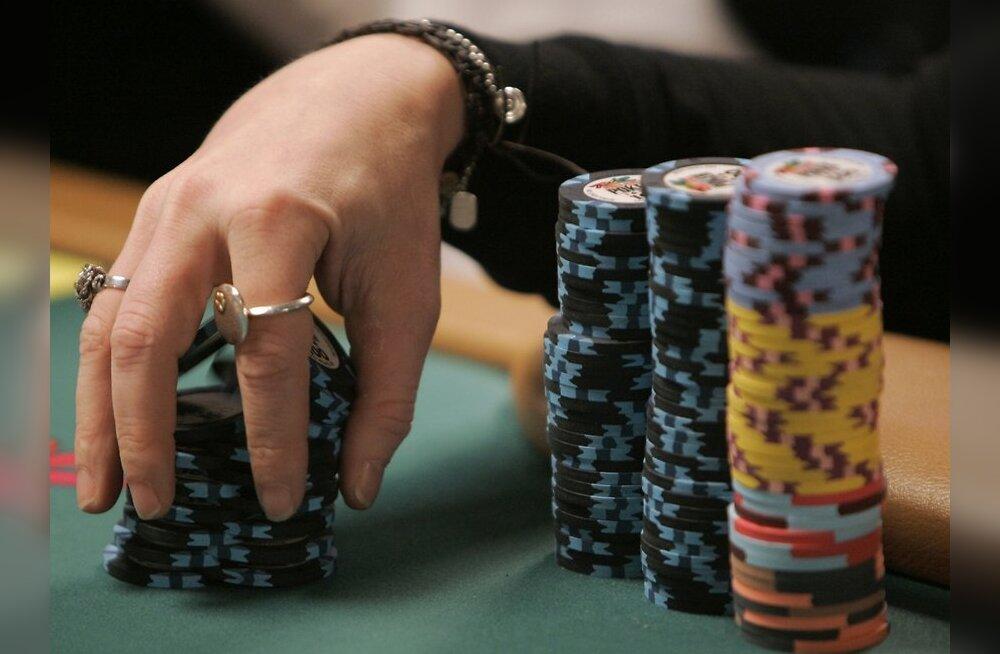 Jänkid juhivad pokkeri MMi põhiturniiri