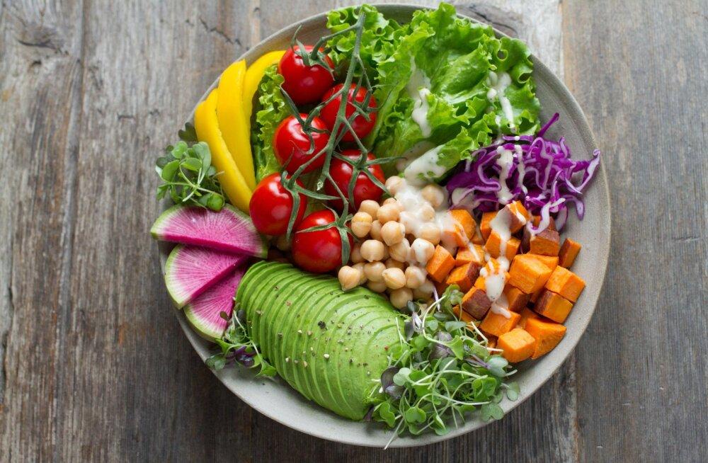 Sööd ainult salatit, aga võtad ikkagi kaalus juurde? Vaata üle, et sinu salat ei sisaldaks neid kaloripomme
