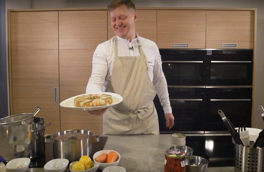 """ВИДЕО   """"Какая гадость эта ваша заливная рыба!"""" Готовим главное новогоднее блюдо с эстонским шеф-поваром"""