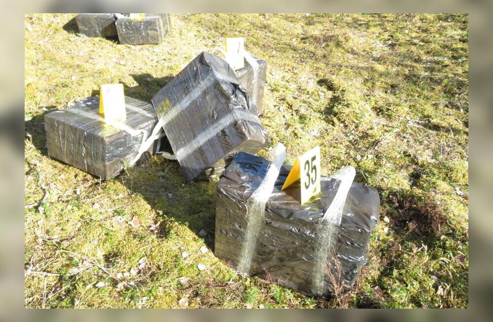 ФОТО: Переправлявшие в Эстонию контрабандные сигареты мужчины получили по месяцу шокового заключения