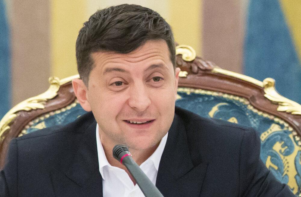 """Зеленский в ответ на указ Путина предложил упростить выдачу гражданства украинцам из """"дружественных стран"""""""