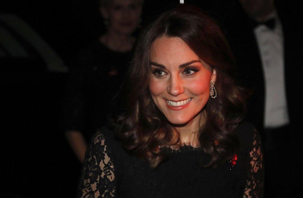 FOTOD | Beebikõhuke kasvab! Sümboolse tähendusega kleidis Cambridge'i hertsoginna Catherine säras heategevusüritusel