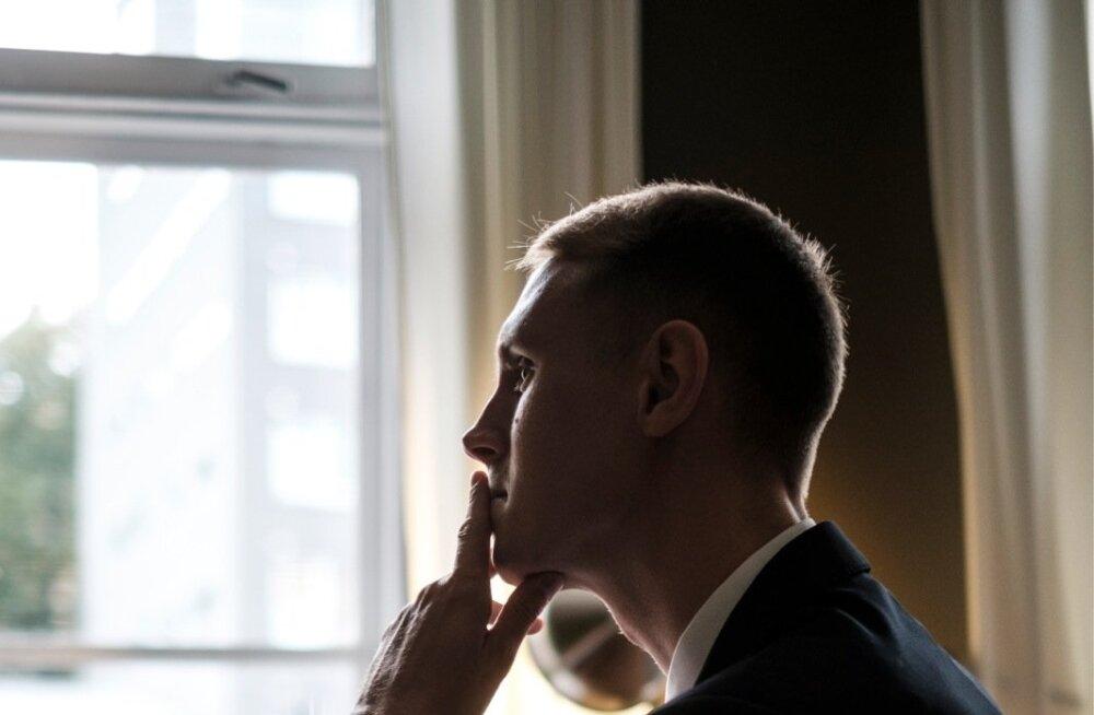 Raimond Kaljulaid ei usu, et Keskerakonna praegune esimees ei adu oma kaotust eelseisval parteikongressil. Pigem innustab Savisaart võitlust jätkama sisemine veendumus, et võim tuleb võtta jõuga.