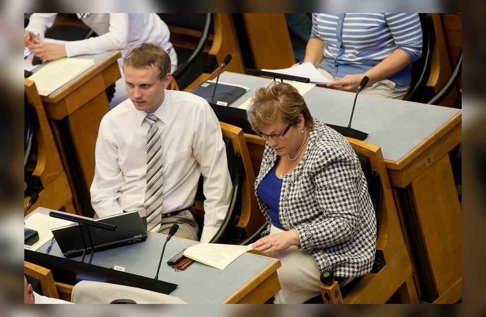 FOTOD: Keskerakonna juhatus: toetame Toobalit ja Tuiksood provokatsiooni tõrjumisel
