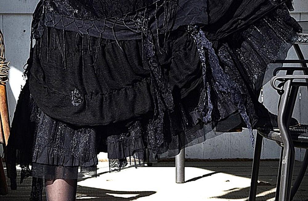 FOTOD   Mustlasstiilis seelik on taaskasutuse musternäide
