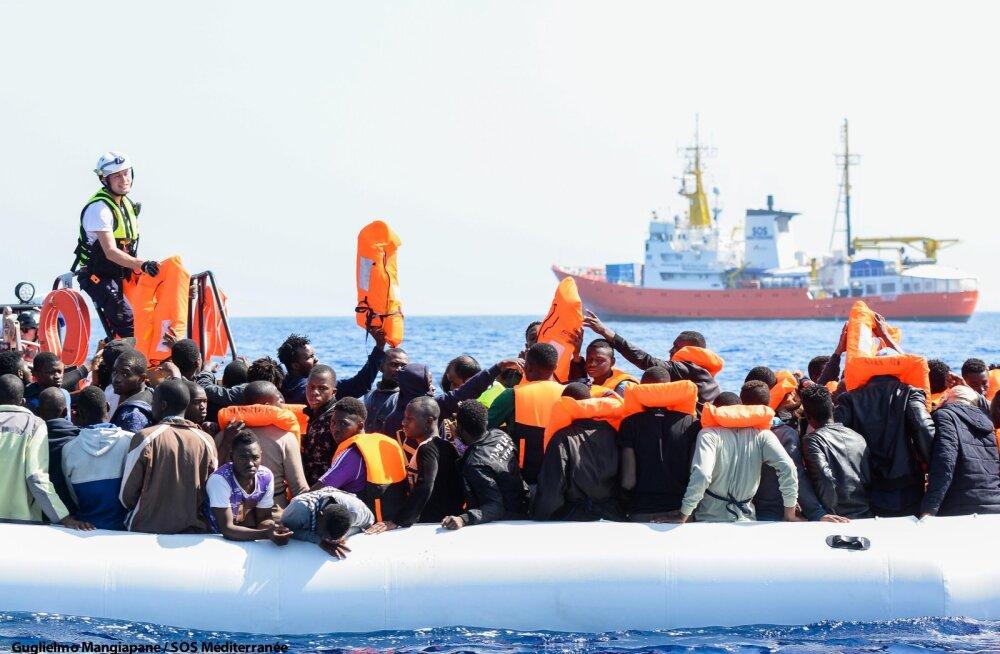 Hispaania lubab Itaaliast ja Maltalt tagasi lükatud migrandilaeval oma sadamasse siseneda