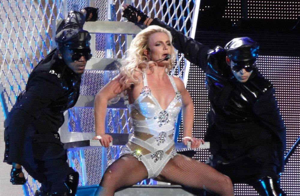 GALERII: Tuntud lauljataride lemmikrõivaese laval on trikoo!