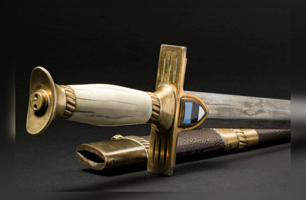 На известном немецком аукционе за 8000 евро продается драгоценный кинжал эстонского офицера