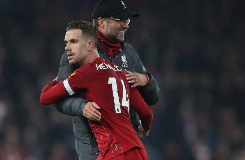 Liverpool pani fenomenaalsele aastale väärika punkti, Manchester City naases võidureele