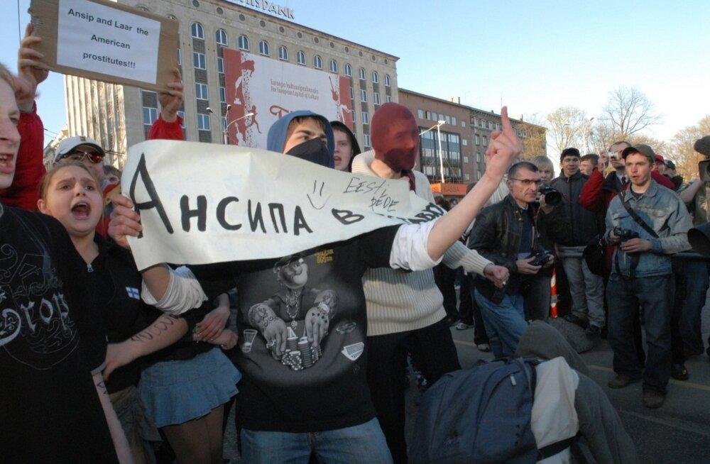 Десять лет движения в противоположных направлениях: как события Бронзовой ночи повлияли на эстонское общество