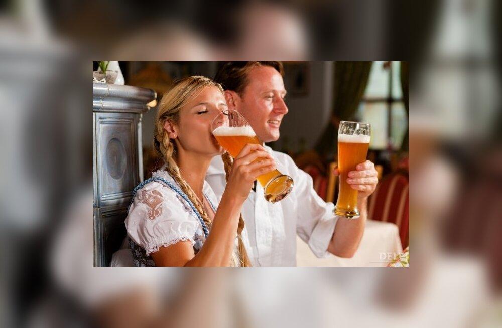 Abielumehed joovad vallalistest vähem, abielunaised rohkem