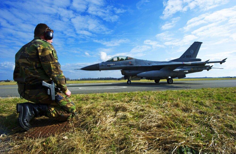 Говорили на английском с русским акцентом. Неизвестные запугивали родных нидерландских летчиков из миссии НАТО в Балтии