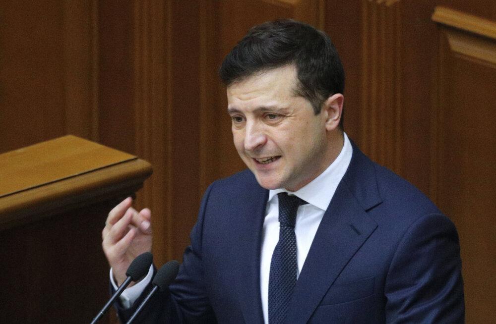 Зеленский объявил о закрытии границ Украины