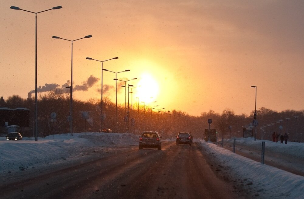 Loojuv päike Pirita tee otsas