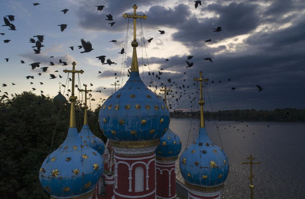 Люксы с сауной, золотая лепнина и номера по 2500 евро: Чем еще завлекают паломнические гостиницы при монастырях