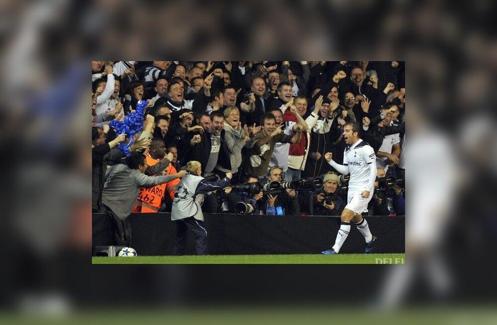 Milano Interi vastu skoorinud Rafael Van der Vaart juubeldamas, jalgpall