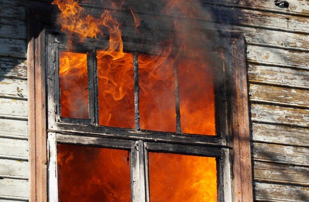 Elumaja põleng Lääne-Virumaal Tapa Vallas Lehtse alevikus