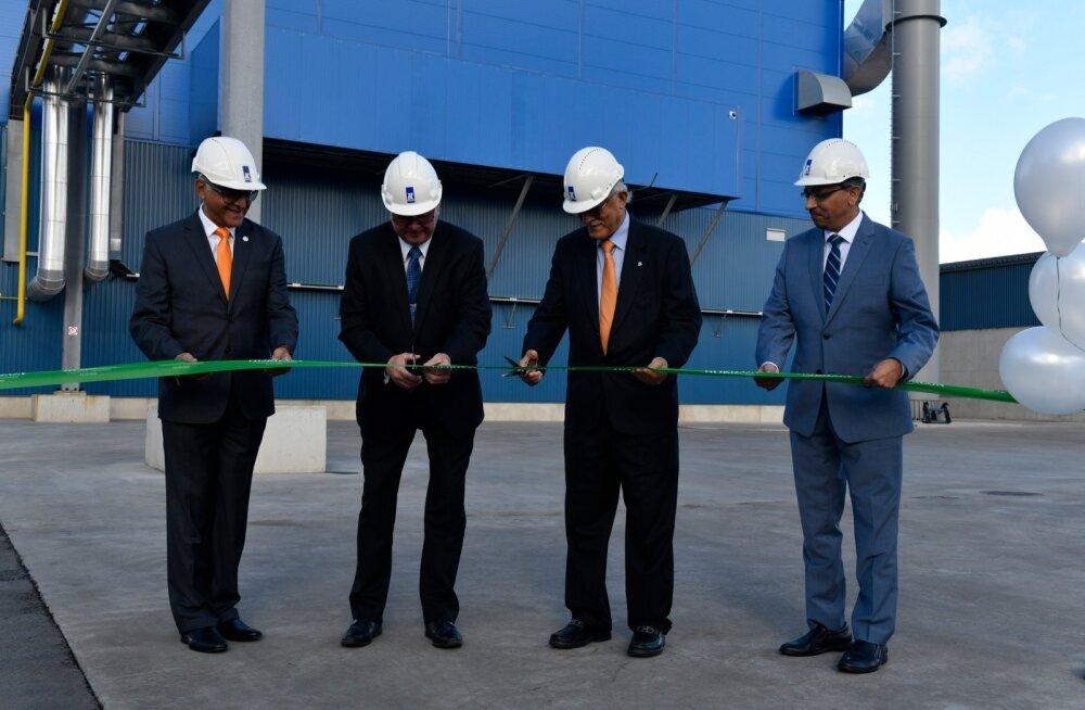 Koostootmisjaama avamisel lõikavad linti Sonny Aswani (vasakult), Arvi Karotam, Mohan Vaswani, Bashyam Krishnan.