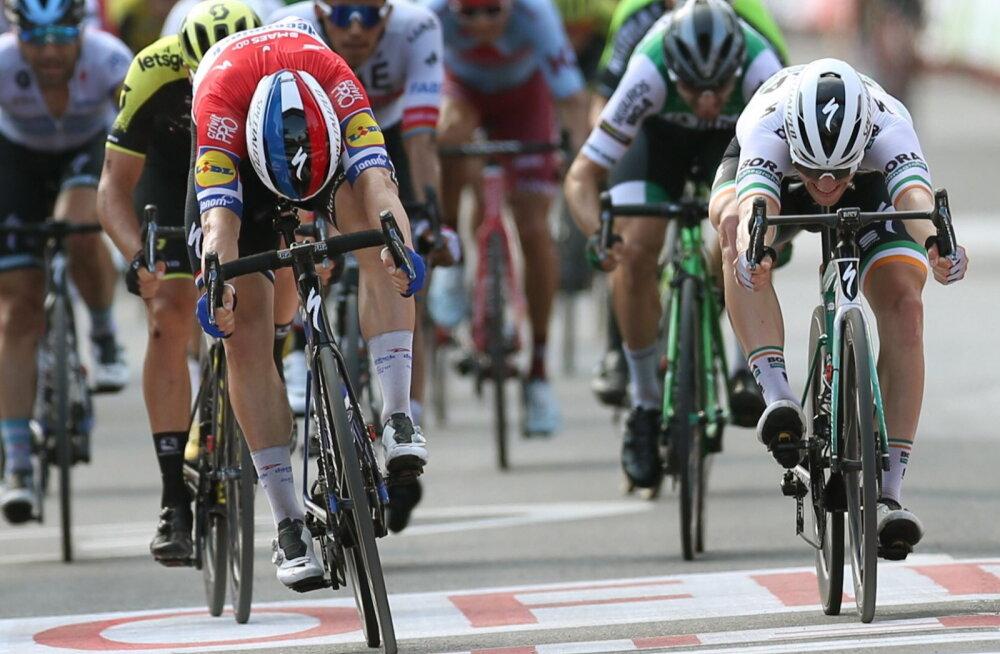 Fabio Jakobsen  (vasakul) võidab ülinapilt