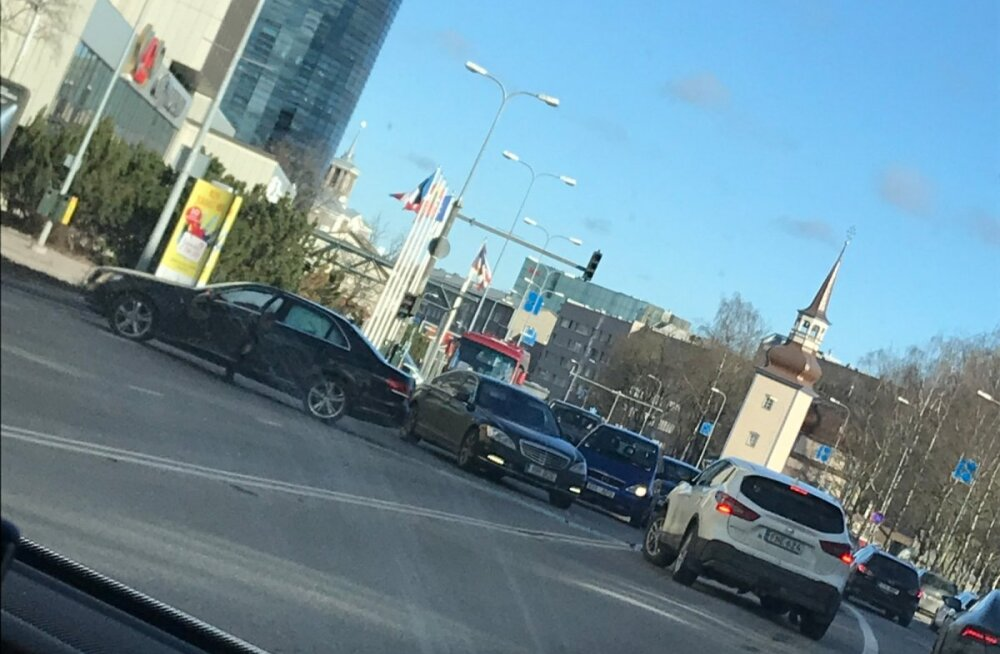 ФОТО: Юрген Лиги попал в аварию в Таллинне