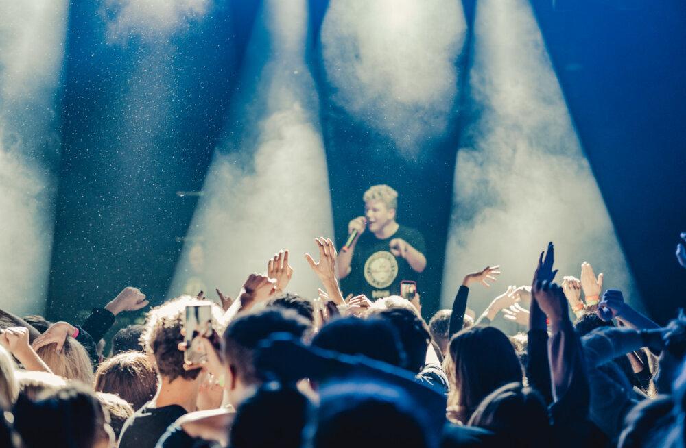 FOTOD | Sülge lendab mikrist publikusse, aga rahvale meeldib! Vaata, kui rajult möödus Clicheriku & Mäxi debüütalbumi esitluskontsert