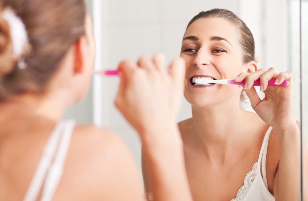 Стоматологи рассказали, как быстро устранить неприятный запах изо рта