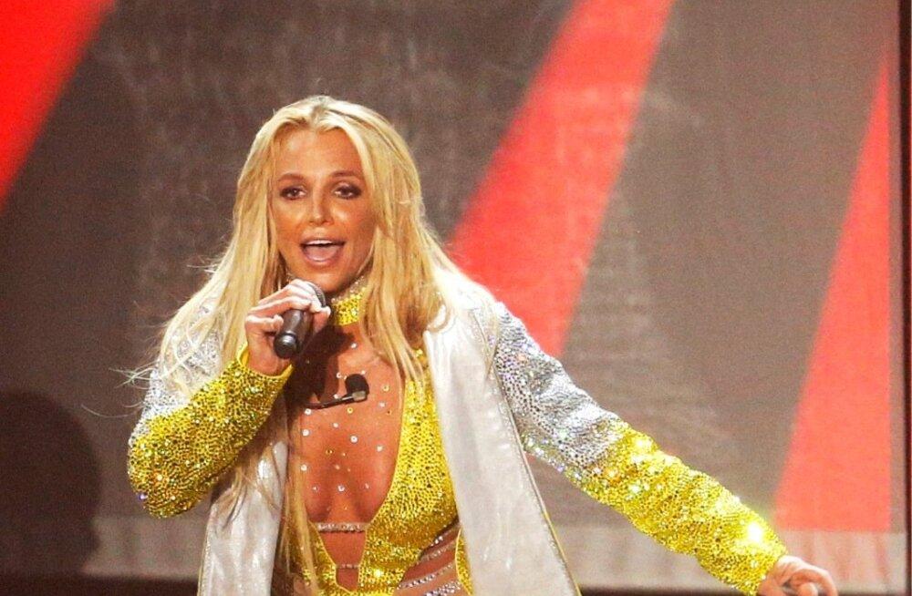 VIDEO   Ups, ta tegi seda jälle! Britney Spears välgutas laval nibu