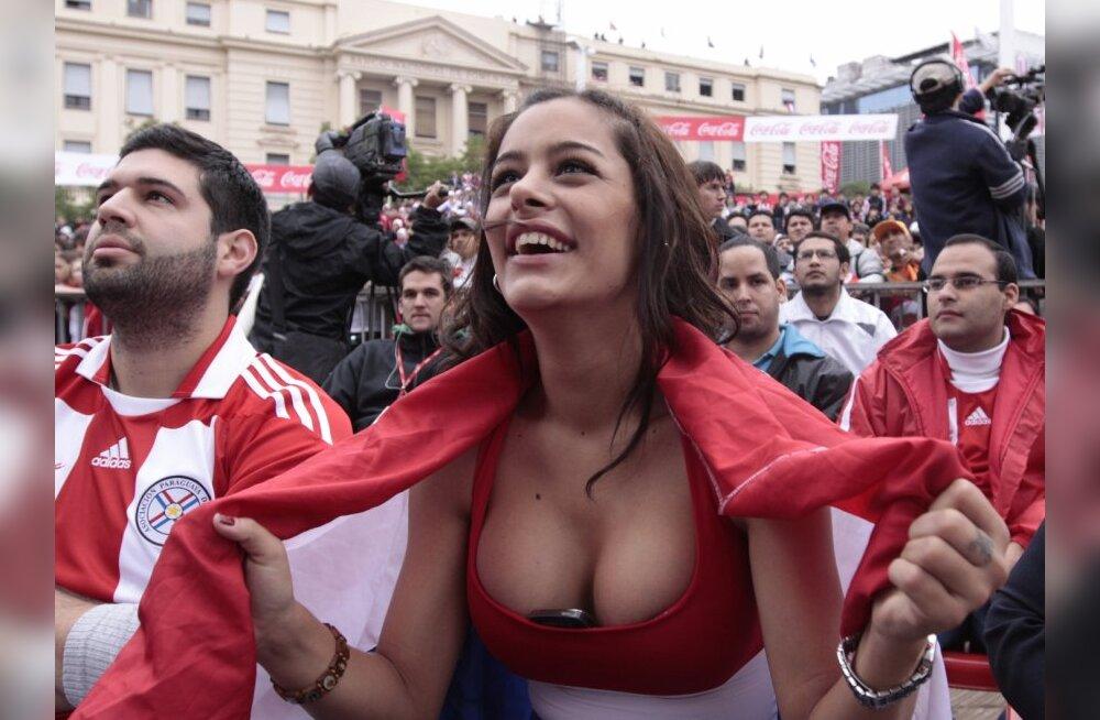 FOTOD: Jalgpallifännist kaunitar poseeris alasti