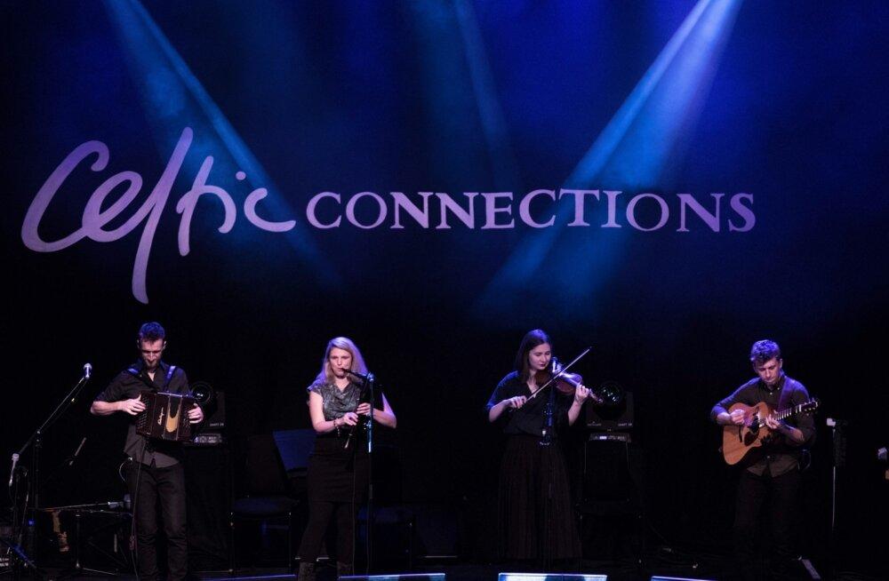 Möödunud nädalavahetusel mängis Šotimaa suurfestivalil Celtic Connections Eesti ja Belgia ühine indie-folkbänd Estbel: Hartwin Dhoore – diatoo niline akordion; Leana Vapper-Dhoore – laul, torupillid; Maris Pihlap – viiul, laul; Ward Dhoore – kitarr, mando