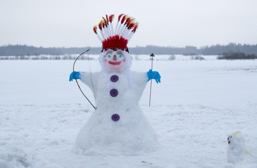 Pühapäevane Väätsa lumememmede paraad hakkab maailmarekordit püstitama
