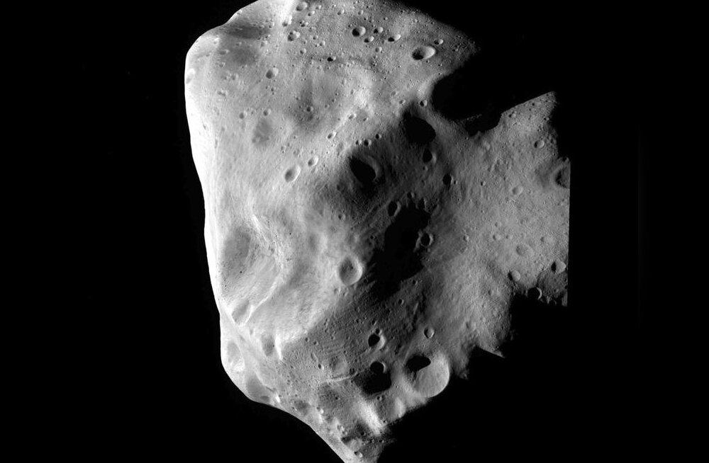 Maast möödub täna väike asteroid