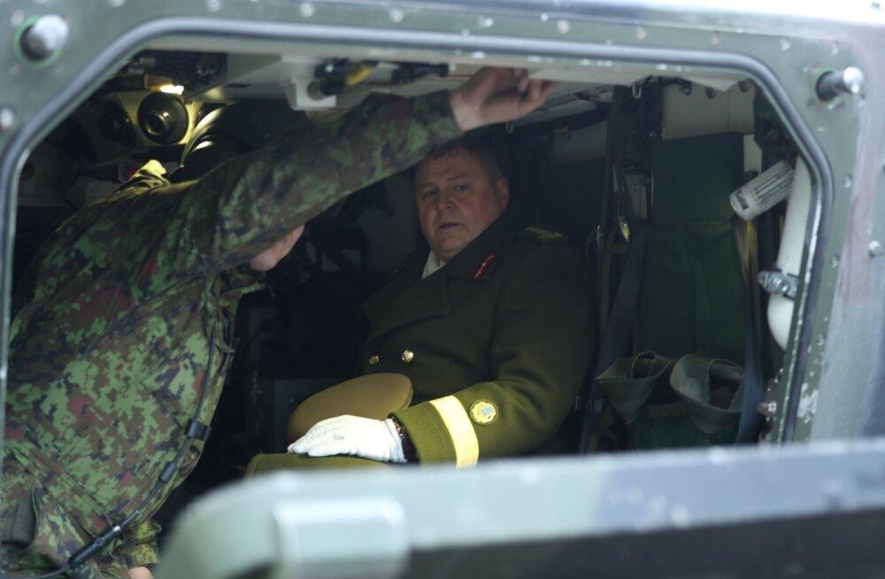 FOTOD | Kindral Riho Terras andis kaitseväe juhtimise üle kindralmajor Martin Heremile ja lahkus ise lahingumasinaga töölt