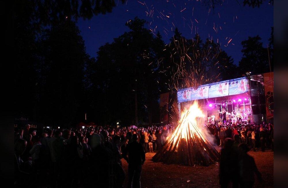 ФОТО: В Пюхаярве в Иванову ночь выступили известные эстонские группы