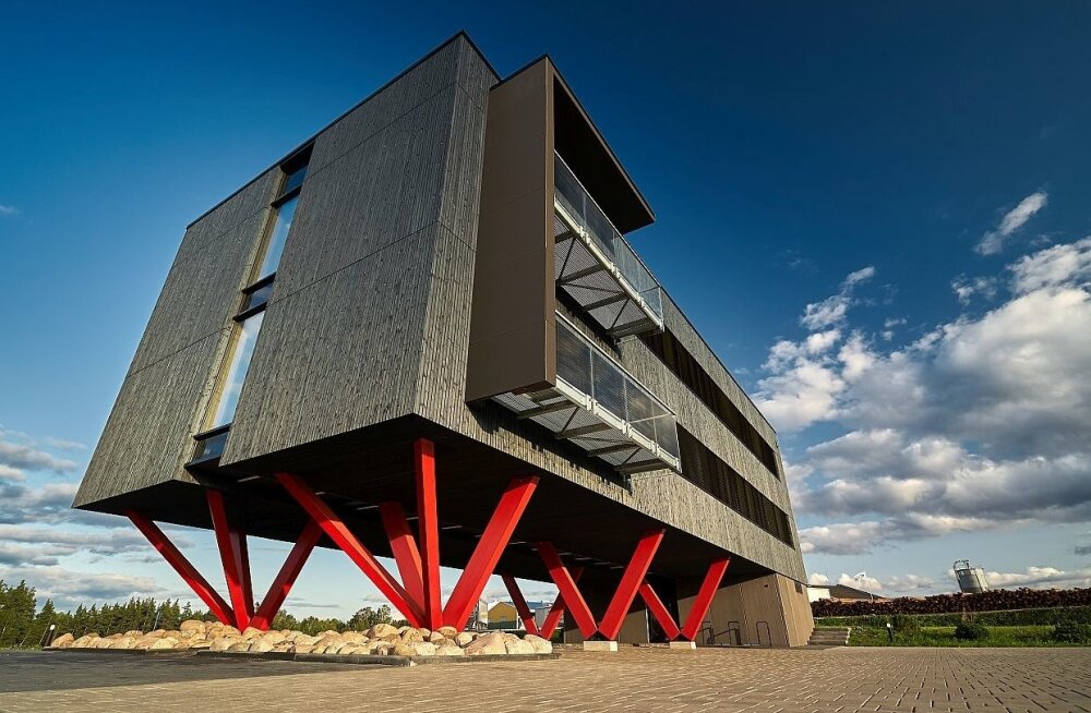 Puidust saab peaaegu kõike, aga enim teatakse puitmaju. Pildil AS Barrus kontor, arhitekt: Karmo Tõra, OÜ ROK-Projekt.
