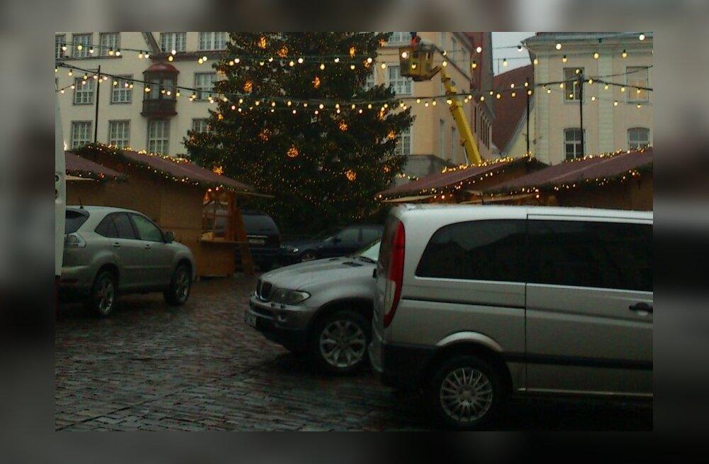 FOTOD: Hoolimata vihmasest ilmast avatakse homme Tallinnas jõuluturg