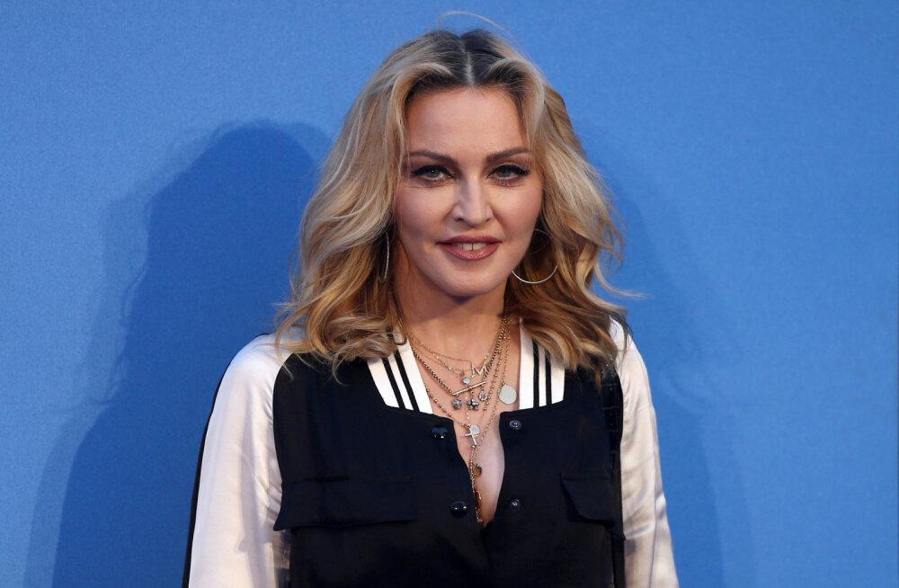 VIDEO | Roosiõied ja küünlad: ihualasti Madonna selgitas fännidele koroonaviiruse olemust