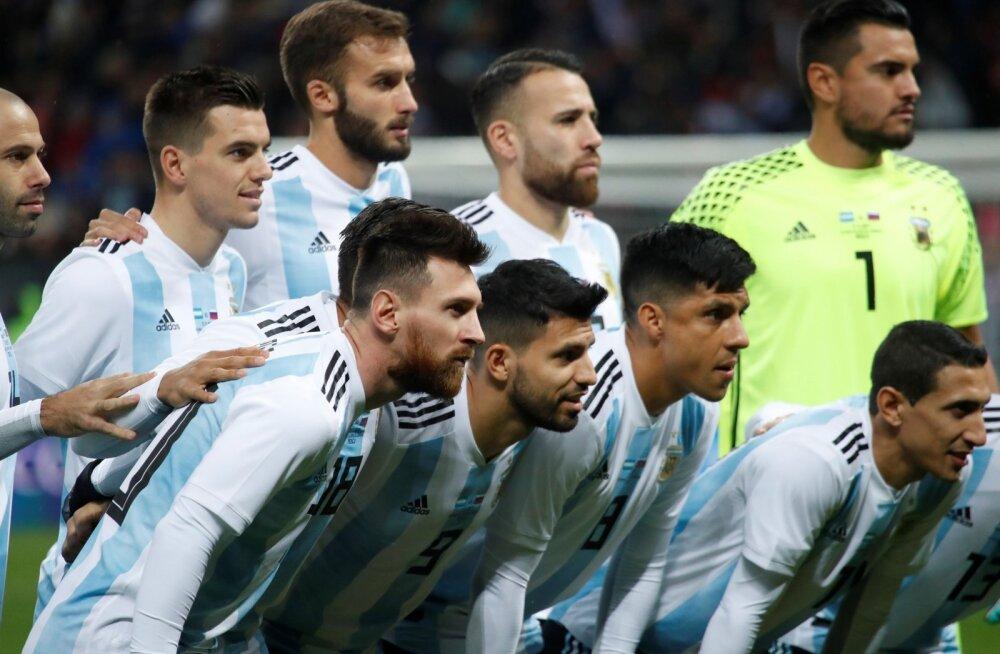 Lionel Messi (esiplaanil) Argentina koondise särgis.