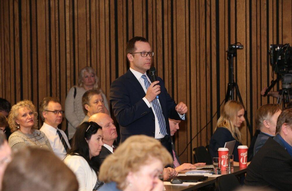 Tartu linnapea Urmas Klaas kolmapäeval toimunud linnavolikogu istungil.