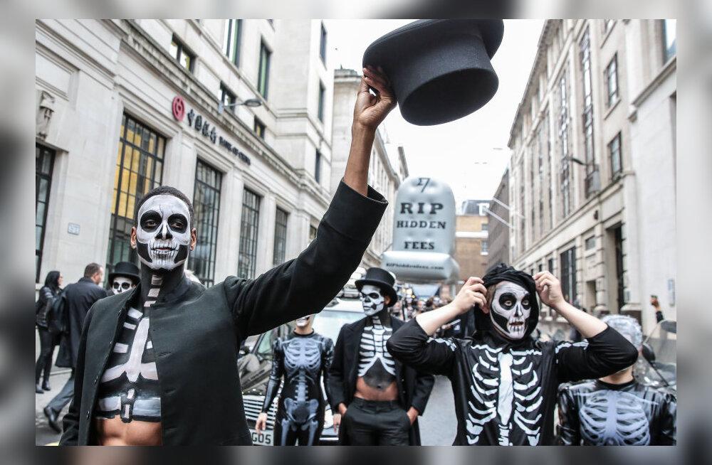 Halloween turundusvankri ette: Transferwise'i skelettidega pangatasude marss Londonis