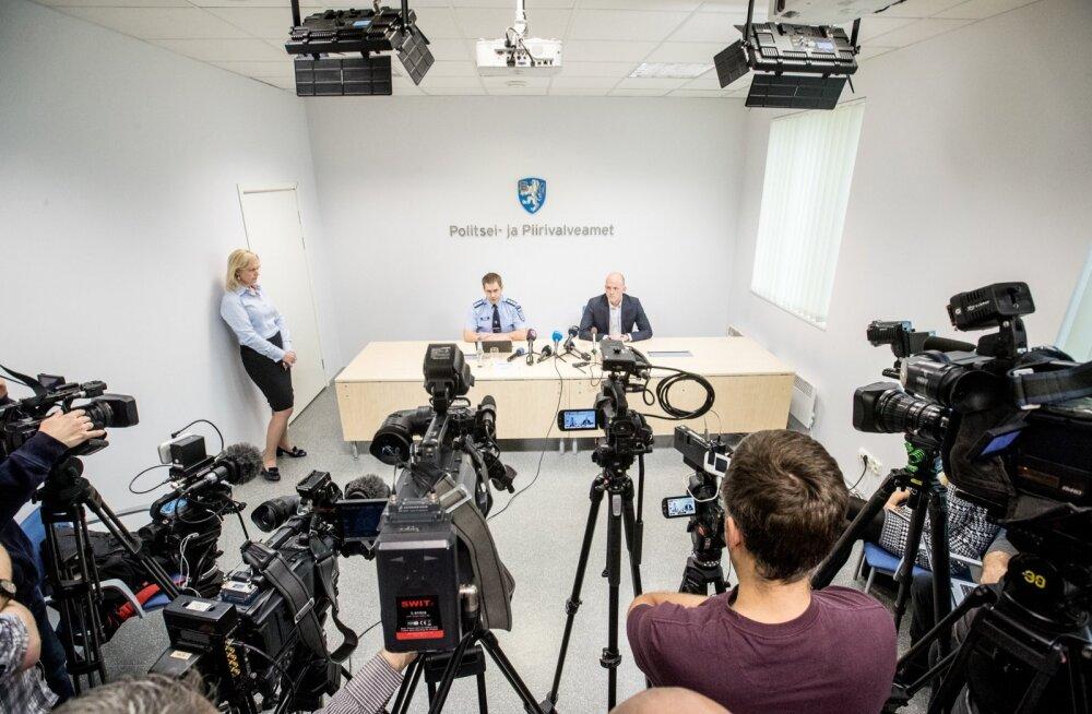 """Elmar Vaher ja Taimar Peterkop selgitasid eile ajakirjanikele, kuidas kavatsetakse ID-kaardi kriis ületada. """"Ma olen 100% veendunud, et sertifikaatide peatamise otsus oli õige,"""" kinnitas Peterkop."""