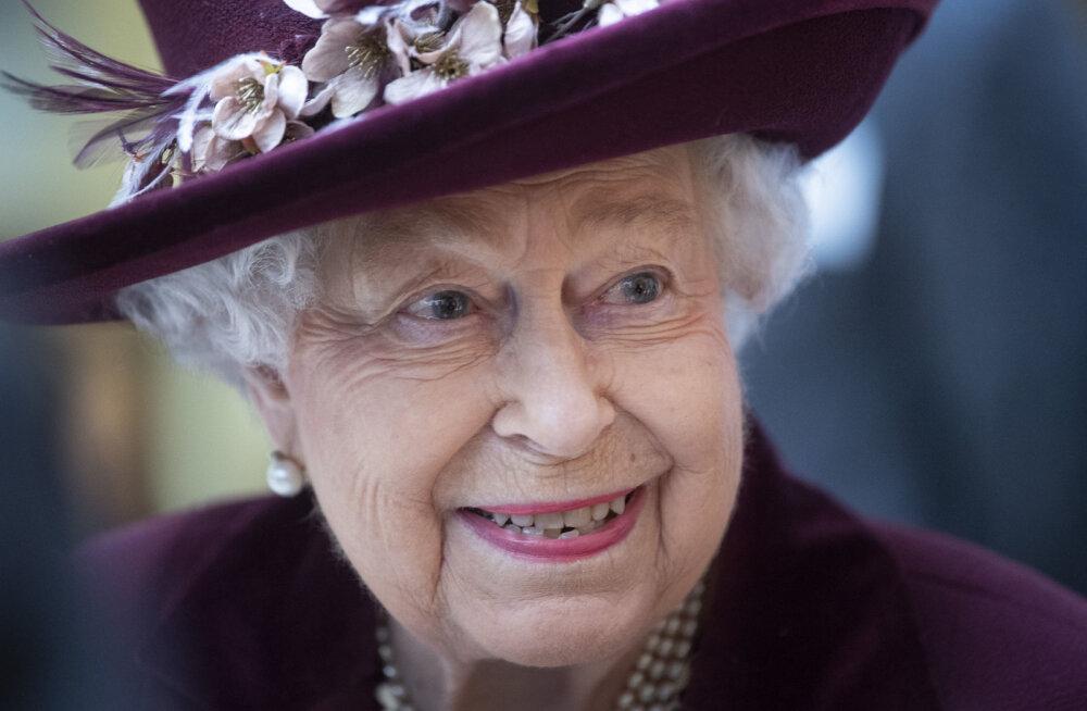Елизавета II на фоне вспышки коронавируса переехала подальше от публики