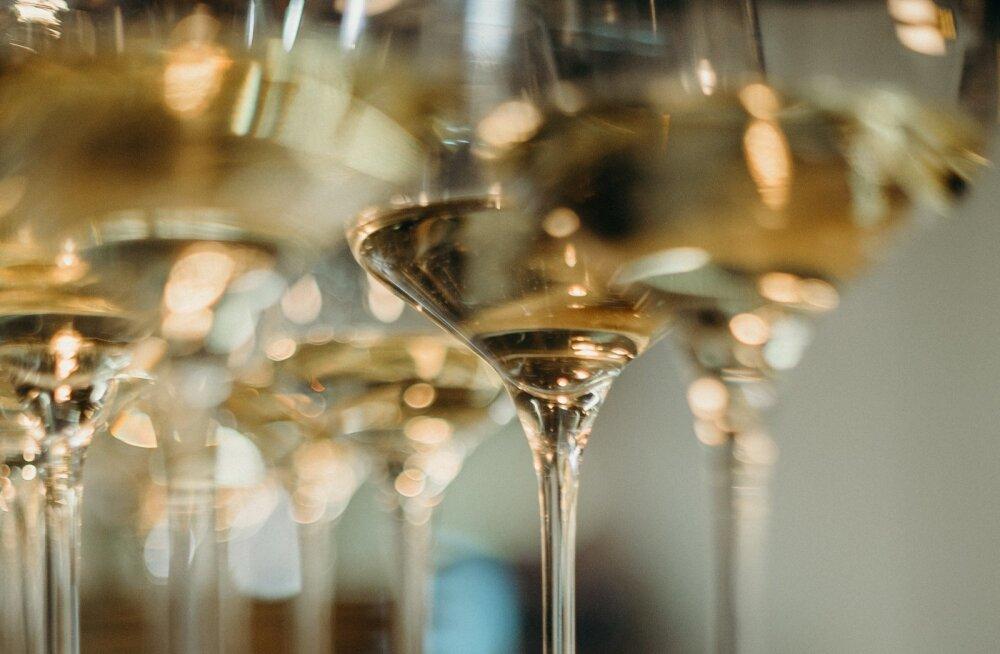 108-летняя британка назвала секретом долголетия любовь к шампанскому