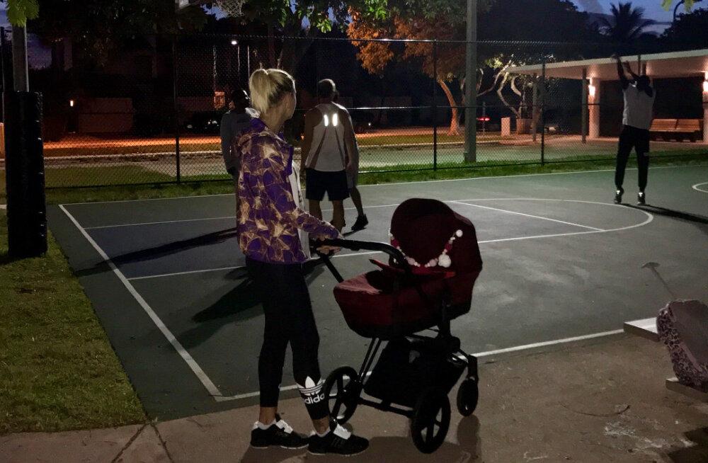 KLÕPS   Grete Šadeiko viis pisitütre esimesele jalutuskäigule