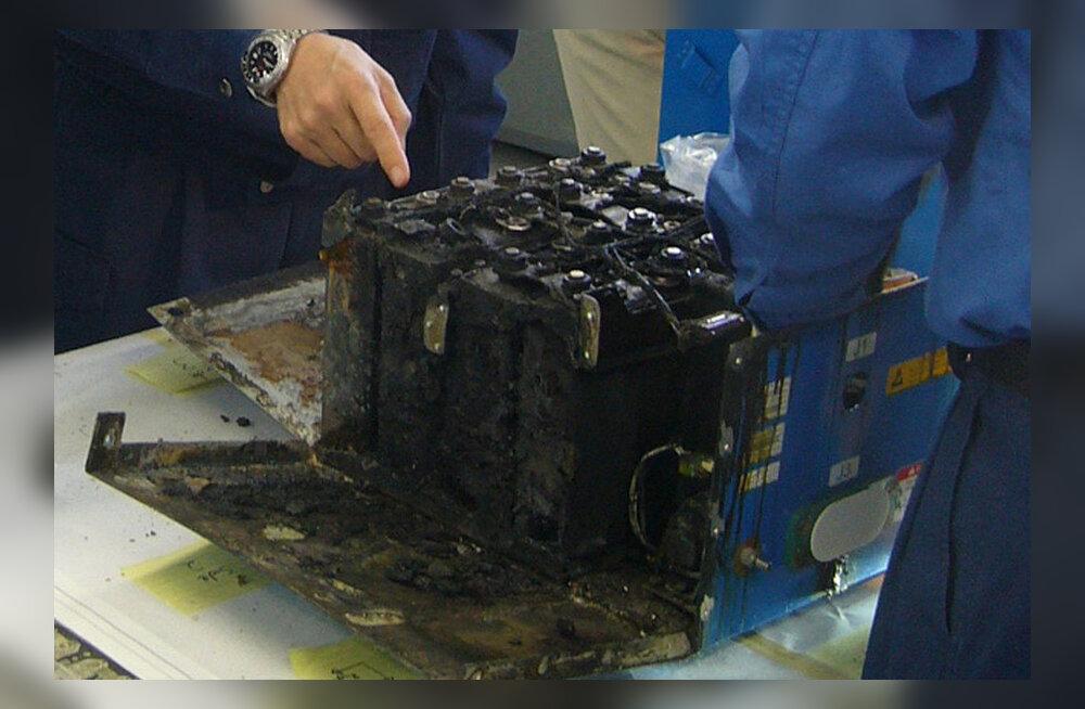 Boeing näeb tulist vaeva, et oma Dreamlinerite süttimisohtlikud akud korda saada